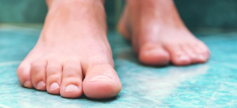 6 Natural Remedies to Cure Toenail Fungus Quickly