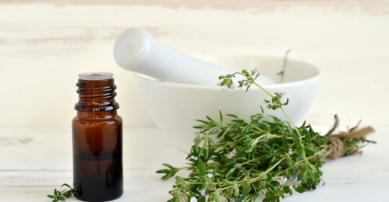 use thyme oil to cure toenail fungus